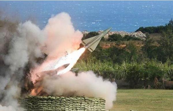 台军连续3枚导弹落海 军方反以为荣