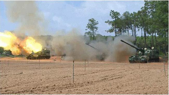 解放军新型火炮在东南沿海对海开火