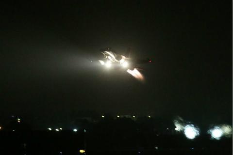 不同寻常 全台空军战机夜间紧急起飞