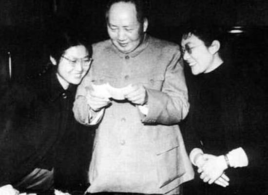毛泽东御用女翻译逝世 胡温朱�F基送花圈