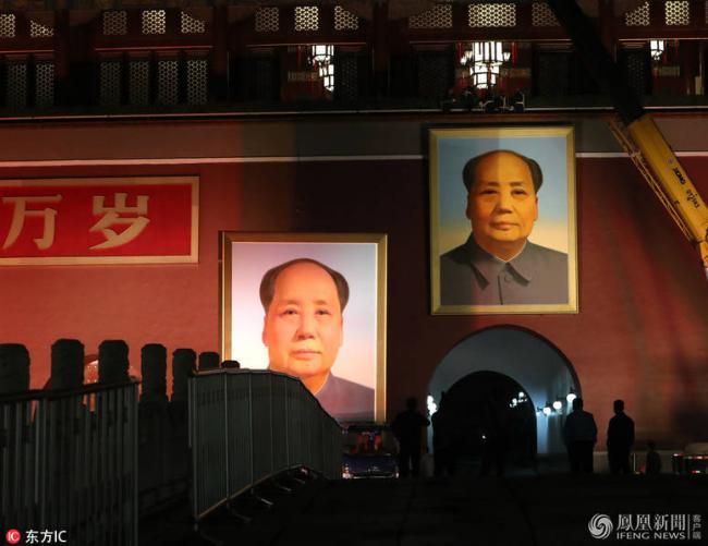 罕见 天安门城楼出现两个毛泽东像