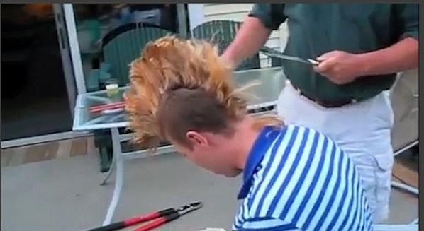好险  美国男子用电锯剃掉莫霍克发型