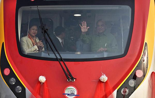 """巴基斯坦迎来首列""""中国造""""地铁"""