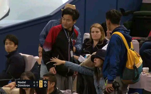 2中国球迷大打出手 纳达尔暂停比赛怒视