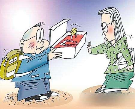 海外华人也给老师送礼 攀比的陋习真该戒