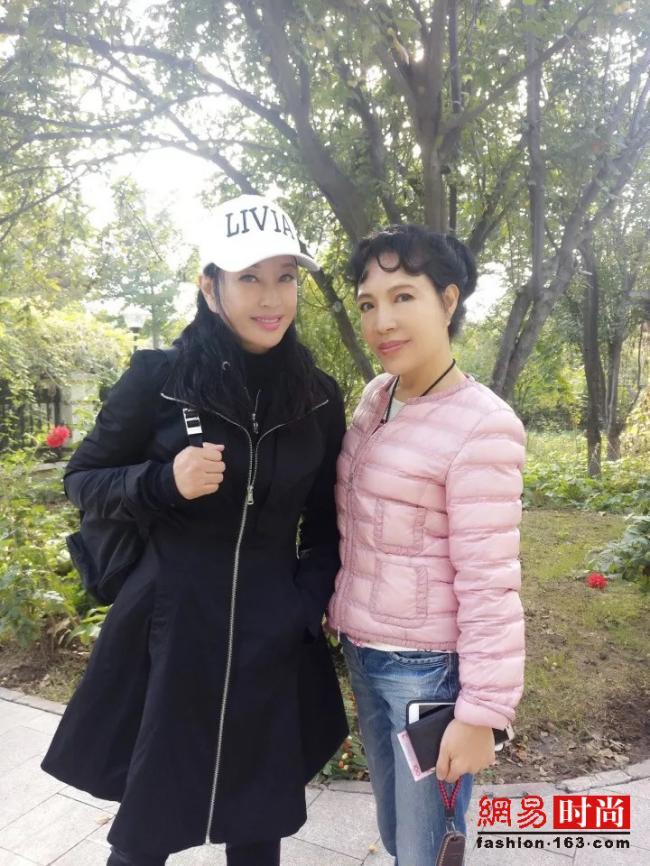61岁刘晓庆自拍像30 网友:张俪?