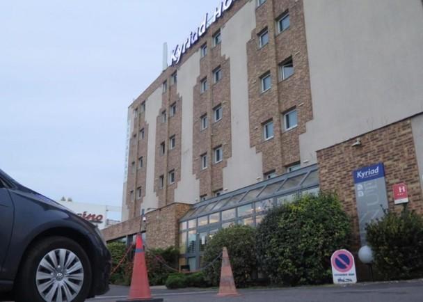 暴力抢劫!40中国游客巴黎遭4匪徒攻击