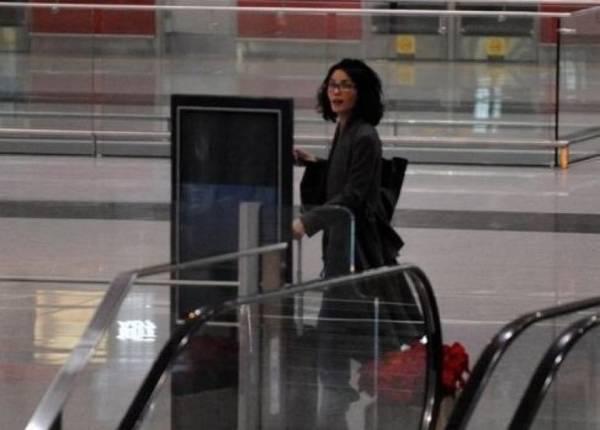 和谢霆锋走散?王菲不顾形象在机场大喊