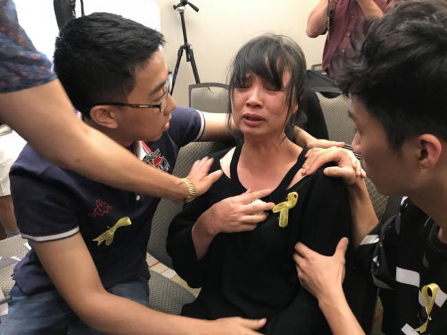 心力交瘁 章莹颖家人计划11.12回中国