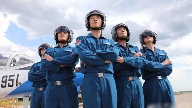 清华北大生驾歼系战机 人才质素仍落后美国