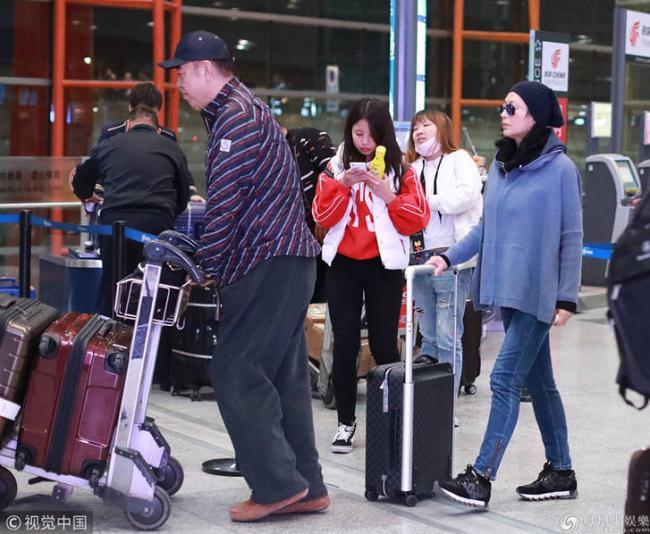 49岁陈红难掩老态 与陈凯歌推行李显默契