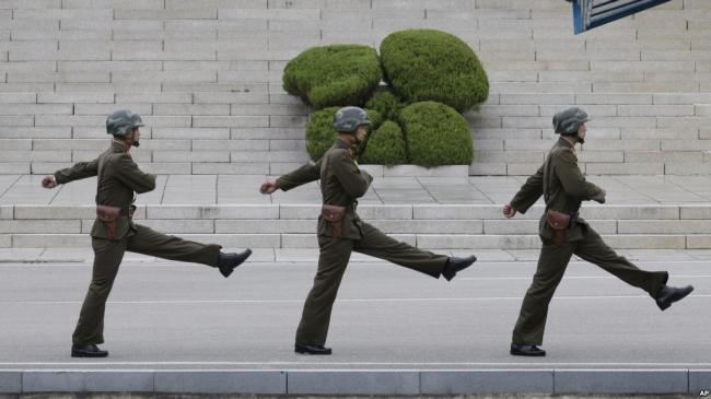 一名朝鲜军人试图逃跑被枪击