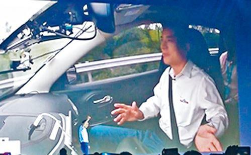 搭乘无人驾驶汽车 李彦宏吃了张罚单