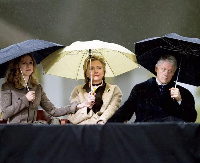 """克林顿被4女指控   玩""""机震"""""""