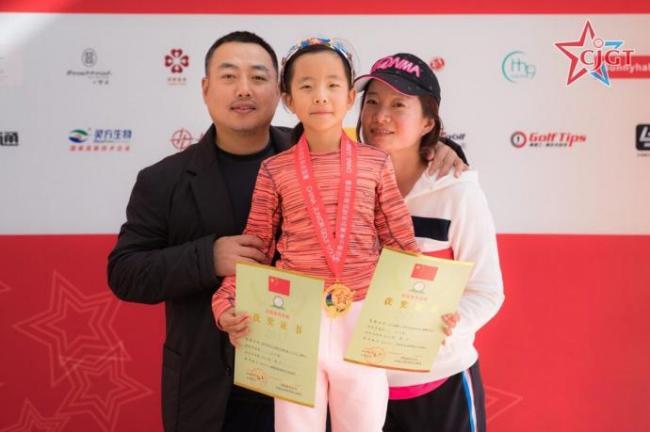 刘国梁带7岁女儿起早摸黑  金牌拿到手软