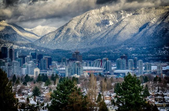 beautiful-view-of-grouse-mountain-vancouver.jpg