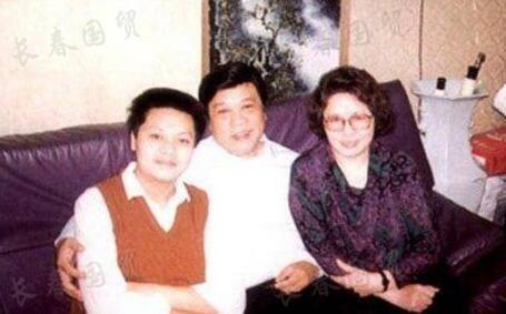 赵忠祥42岁儿子曝光  酷似父亲