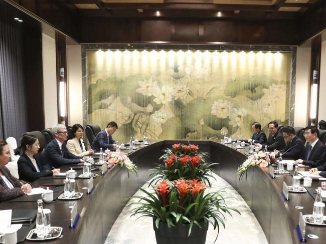 苹果CEO和马云同台开会  这样见王沪宁