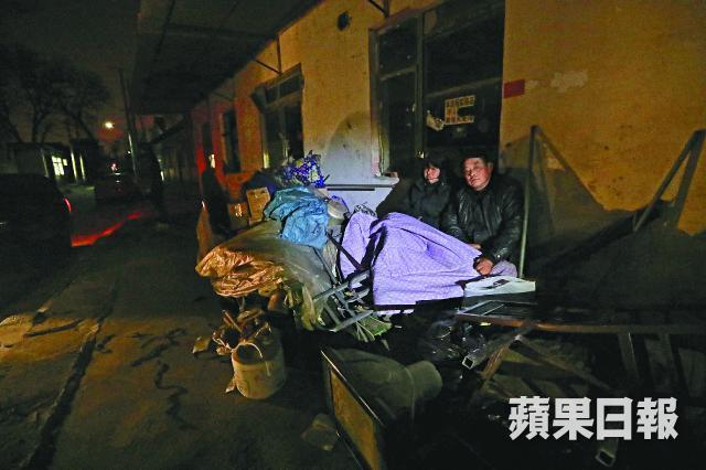 北京暴力驱赶低端人口 打工者拿刀自保