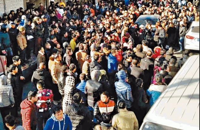 北京驱赶低端人口升级 民众走上街头示威