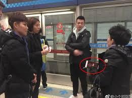 已非中国人?邓亚萍机场晒护照