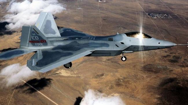 美军猛禽战斗机拦截俄军攻击机