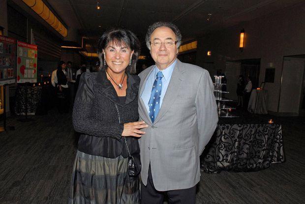 震惊  加拿大亿万富豪夫妇双双丧生家中