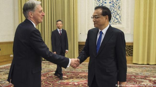 英国退欧在即 北京举手欢迎