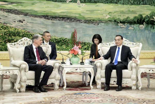 """""""离婚官司""""还没完  就想和中国度蜜月?"""