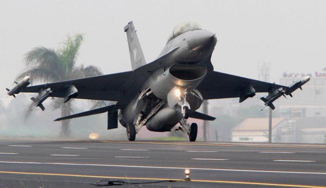 专家称大陆增加军事活动, 有意武统台湾