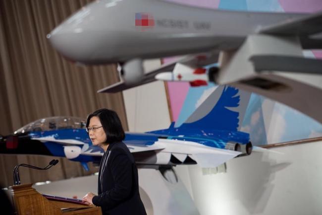 蔡英文宣布即将量产无人机  台军吓一跳
