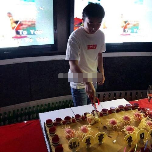 王思聪在三亚庆30岁生日 排场比往年低调
