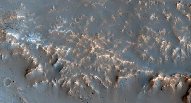 重大发现  火星有大片冰层  可建基地