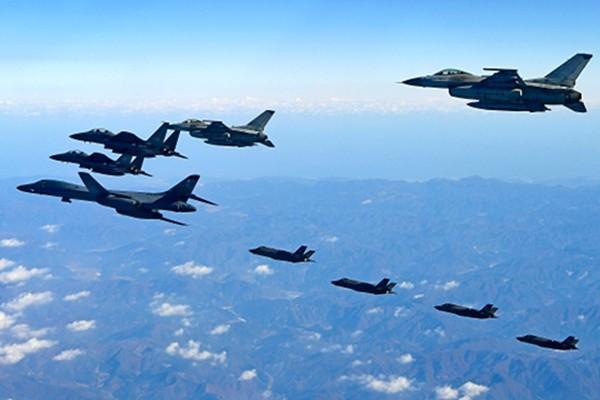 朝鲜士兵睡觉不敢脱鞋  怕美军突然袭击