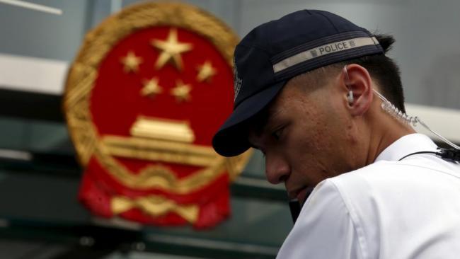中联办不再垂帘听政 公然参与管治香港