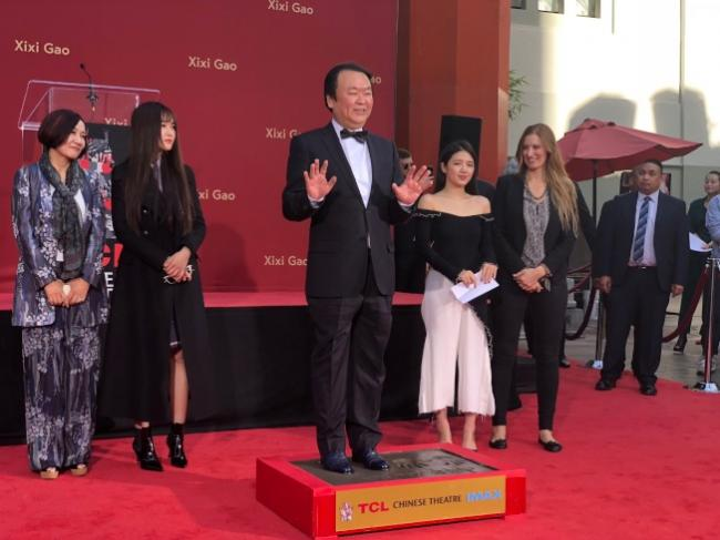 第2名在好莱坞留手印脚印的中国导演