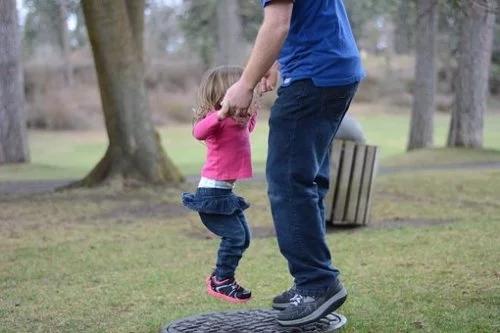 父亲在Facebook晒女儿照片 结果悲剧了