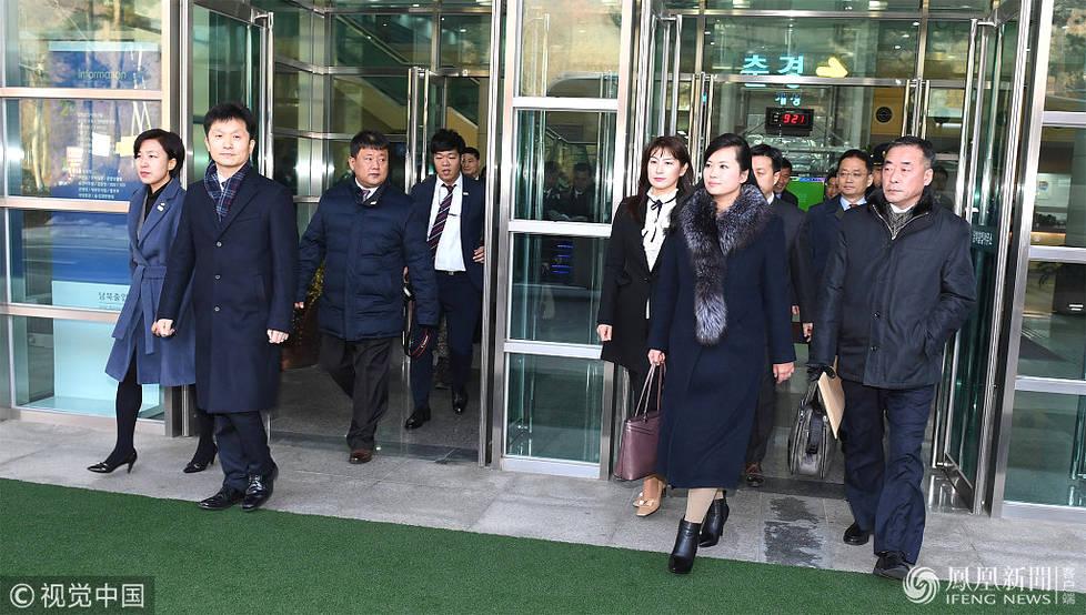玄松月率朝鲜艺术团抵达韩国 (高清图)