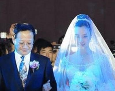 李小璐父亲身份曝光 难怪她不愿公开身份