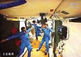 """4中国人创世界纪录""""月宫生存""""200天"""