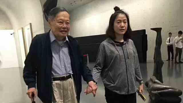 比起95岁杨振宁 41岁翁帆为何如此憔悴?