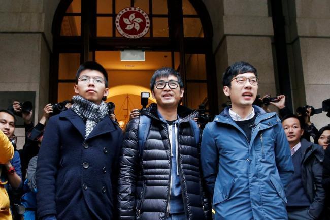 黄之锋等三人被法庭判直接放了