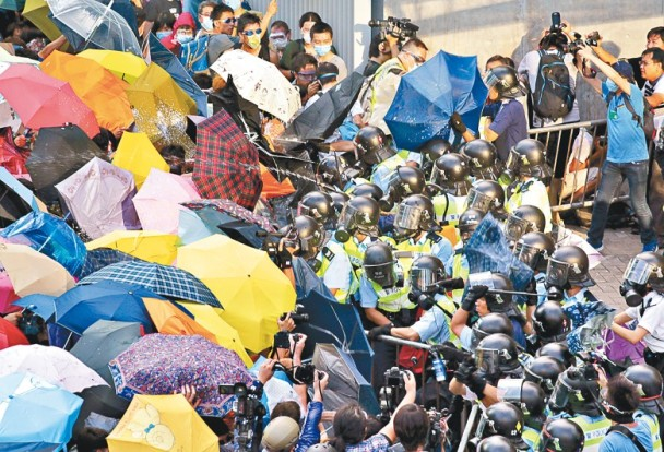 香港内乱不止 各界担心大难临头