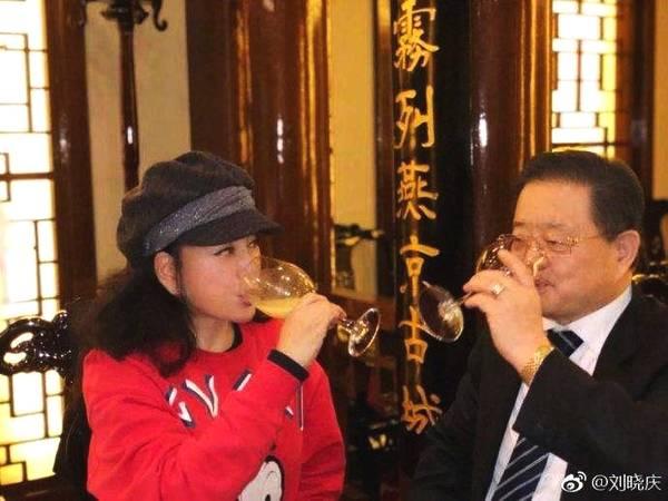 刘晓庆晒完76岁老公后 大倒苦水