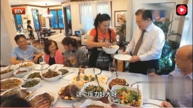 刘晓庆与老公同框 这位将门之后帅呆了