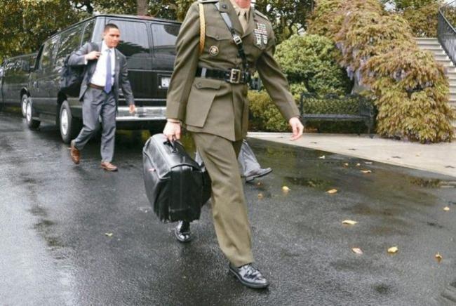 川普的核弹箱 竟然引爆中美特勤乱斗