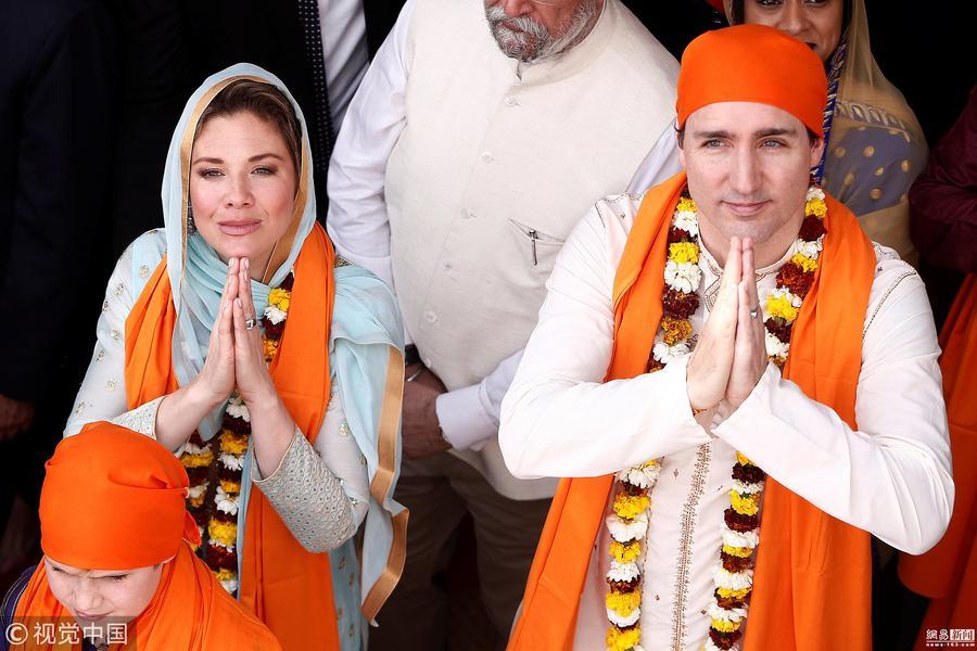 加拿大总理一家参观印度金庙 竟穿成这样