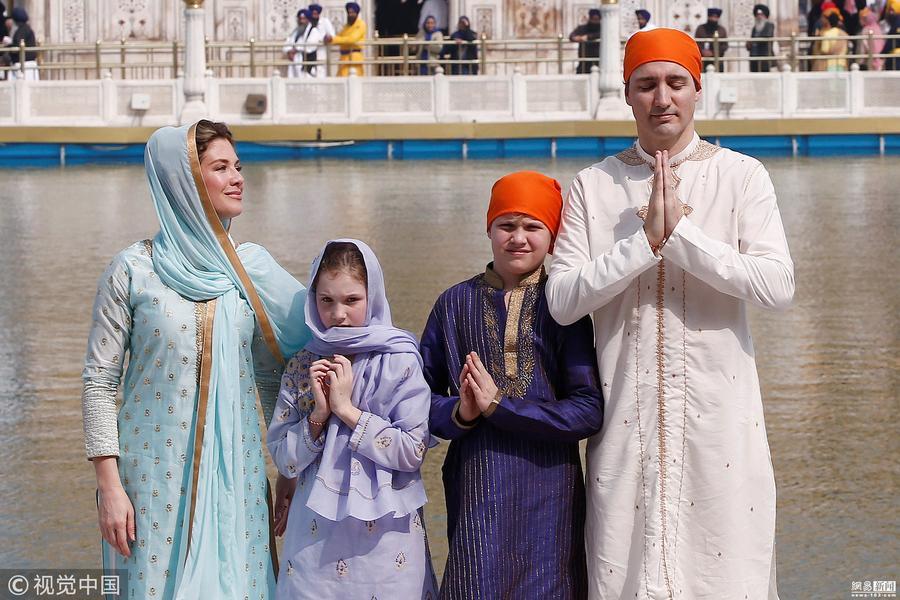 加拿大总理参观印度金庙 儿女颜值抢镜