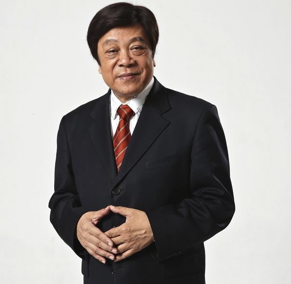 76岁赵忠祥参加婚礼与女嘉宾热聊