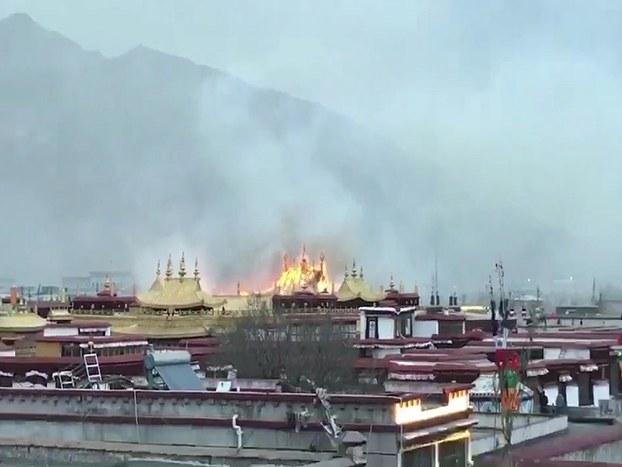 大昭寺共三层被烧 传门被锁僧侣救火受阻